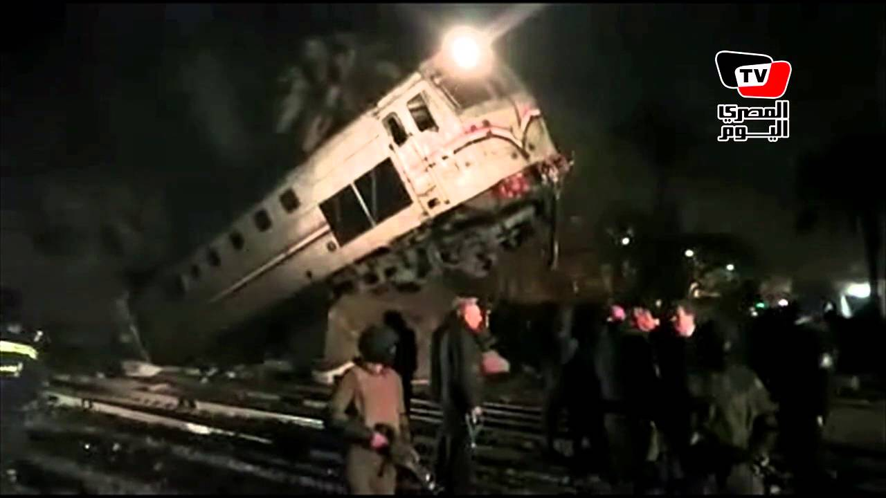 اللقطات الأولي من حادث انقلاب قطار بني سويف