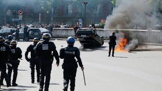 Cars flipped over, set ablaze at anti-Uber protest in Paris