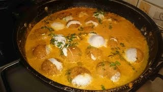 Aloo Paneer Kofta ( Mashed Potato And Cottage Cheese Curry )
