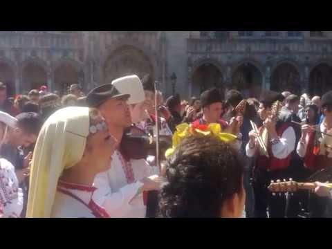 horo dance - brussels - grand place