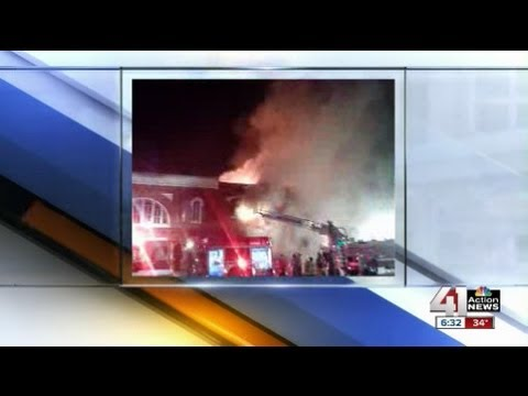 Fire damages 2 buildings in CArrollton, Mo.