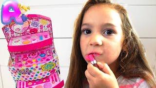 Anna play dress up & kids make up toys