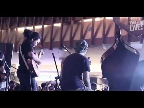 This Is Live! - Payung Teduh (Untuk Perempuan Yang Sedang Dalam Pelukan)