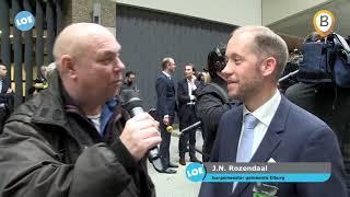 Delegatie van B en W Elburg en Oldebroek naar den Haag voor overhandigen petitie