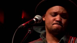 Son Little - Doctor's In  (eTown webisode #989)(Son Little and his band perform the song