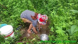Amazing A girl fishing - Catch Fish By Hands - Traditional Fishing Cambodia -  釣りビデオ 2017