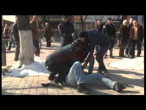 Prangoset lypsari në Korçë, kërkonte para nën kërcënimin e thikës- Ora News- Lajmi i fundit-
