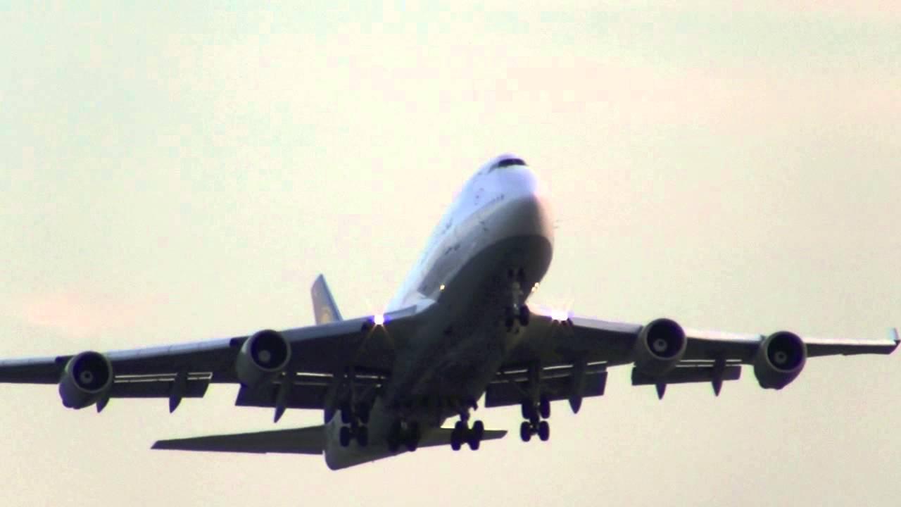 go around lufty 747 aborted landing boston logan youtube rh youtube com Klm Landing St. Maarten Airport Landings
