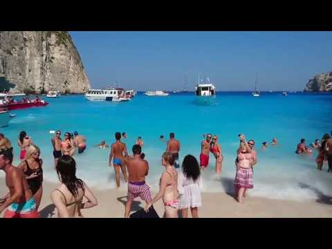 Shipwreck Cove and Blue Caves Boat Trip in Zakynthos