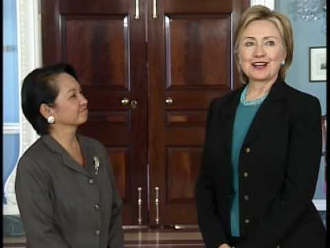 Secretary Clinton Meets With President Arroyo of the Philippines