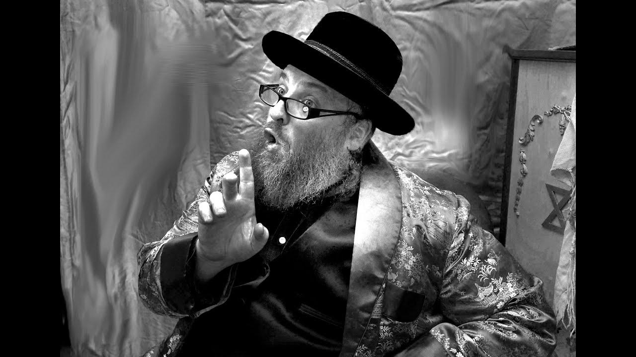 Menashe Lustig saying a Dvar Torah ~ מנשה לוסטיג מטיף חריפות