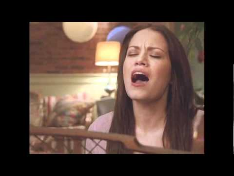 Haley sings to Nathan for the first time 1x15 One Tree Hill