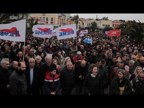 اليونان: اشتباكات بين الشرطة ومحتجين بسبب خطط لإقامة مخيم جديد للاجئين بجزيرة ليسبوس  - نشر قبل 22 ساعة