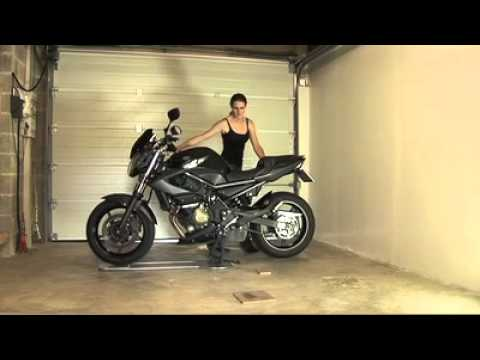 Motogo le stationnement facile pour motards youtube for Deplacer sa moto dans un garage