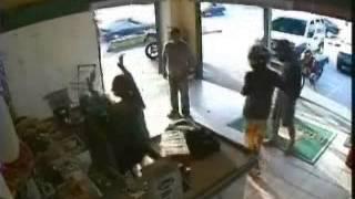 10/01/2014 - Policial de Folga Mata Assaltante em Joinville