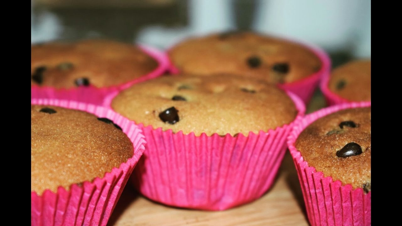 Easy Chocolatechip Cupcakes  How To Make Basic Cupcakes
