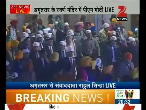 PM Modi offering prayers in Golden Temple with common people