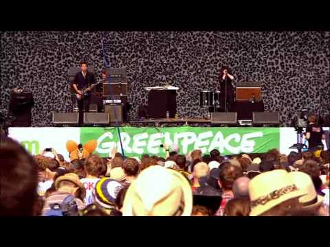 04 U.R.A. Fever - The Kills. Glastonbury 2011.