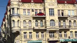 Кто-то припарковался(Уже давно в центре Киева невозможно нормально припарковаться. Кому-то пришлось оставить свой автомобиль..., 2012-10-03T10:34:09.000Z)