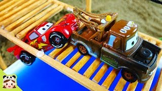 Lightning Mcqueen falls in the water. Disney Cars Mater toys play | Borami Toys