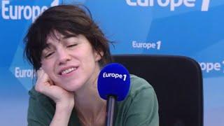 Émue, Charlotte Gainsbourg découvre un live son père datant de 1974 sur Europe 1