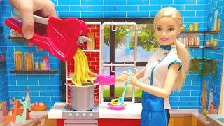 バービー パスタ屋さん レストラン / Barbie Spaghetti Chef Playset : Pasta Making Machine