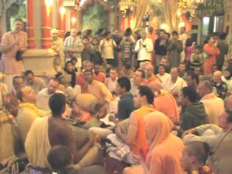 Hare Krsna Kirtan At Sri Vrindavan Dham w/ Aindra Prabhu ep8