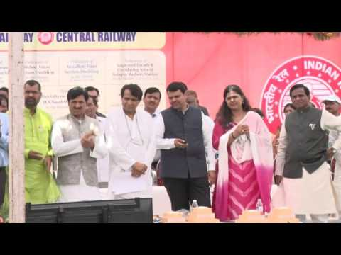 Shri Suresh Prabhu,Hon'ble MR addresing gathering during function at Parli,Maharashtra on 03.06.17