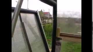 Установка автомата для проветривания теплицы ДУСЯ SUN(Автоматическое открывание окна теплицы без электричества., 2014-04-30T10:47:18.000Z)