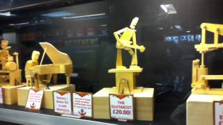 Каждому бы такие деревянные игрушки в детстве...