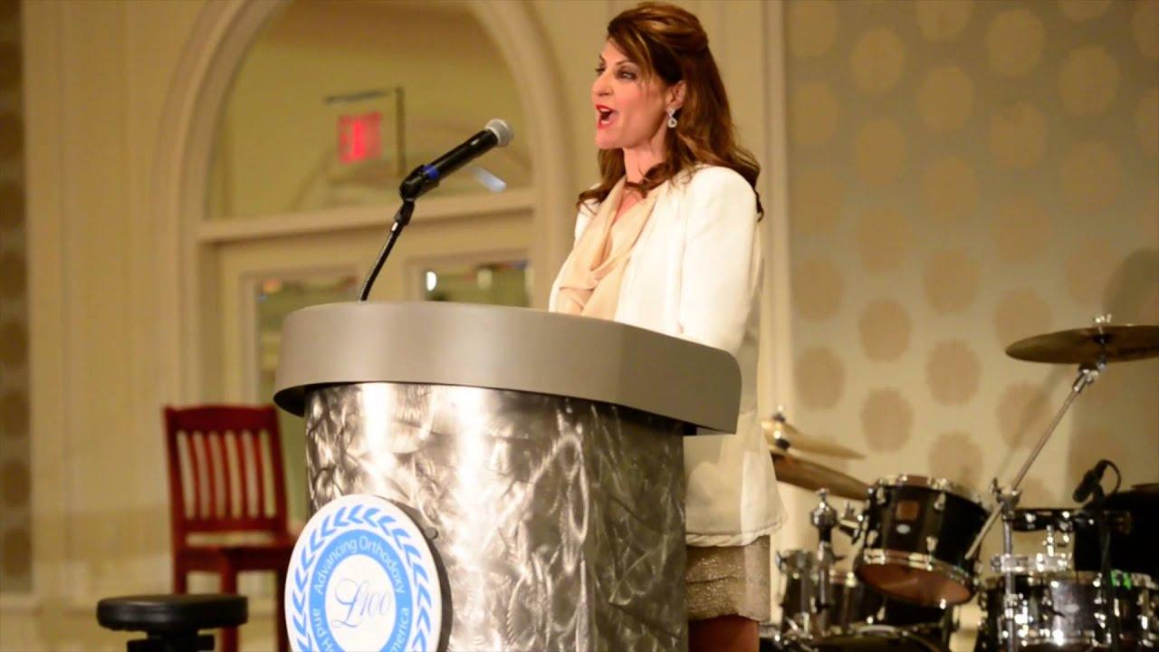 nia vardalos speaks at the 22nd annual leadership 100