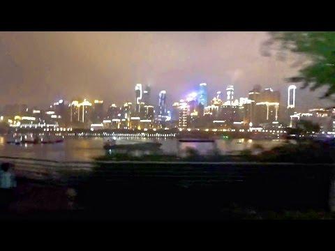 重慶沿長江河畔南濱路往貴僑酒店 Chongqing (China)