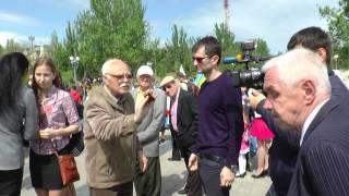 Дедушка патриот!!!(9 мая в Херсоне, дедушка патриот сорвал колорадскую ленточку!!! Молодец!!!, 2015-05-10T07:48:28.000Z)