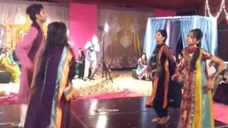 "Daandiyan Performance on ""Latthay di Chadar"" @ Amber baji"