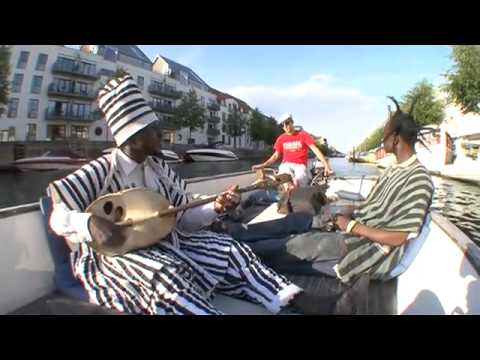Musikvideo med King Ayisoba Dont forget me