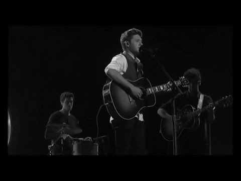Niall Horan Soulful ''This Town'' (AMA's...