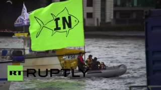 UK: Vote Leave flotilla face-off with Remain boats on River Thames