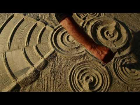 Steen in water - Land art op de Maasvlakt