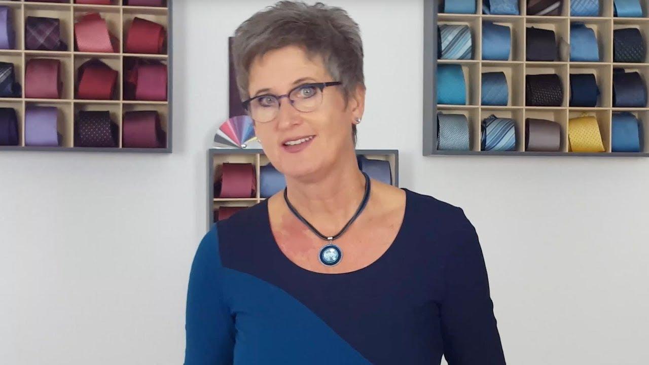 7d5ee52b816c5 Welche BRILLE passt zu mir? Video von der Brillenexpertin Teil 1- Wie  möchten Sie wirken?
