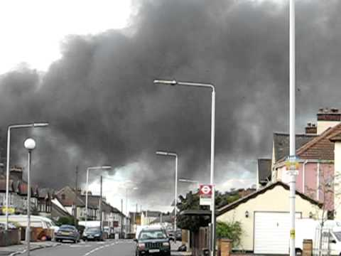 Rainham_Warehouse_Blaze_Oct.6.2010.AVI