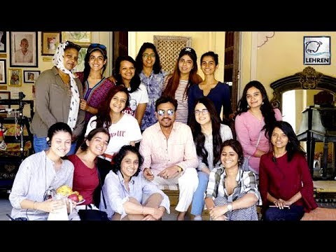 Irrfan Khan Poses Cutely With The Cast Of His Upcoming Movie 'Angrezi Medium' | LehrenTV Mp3