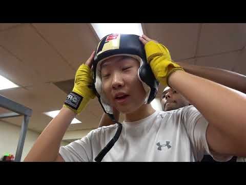Boxer Loves His FAKE Winning Gloves -- Esnews Boxing