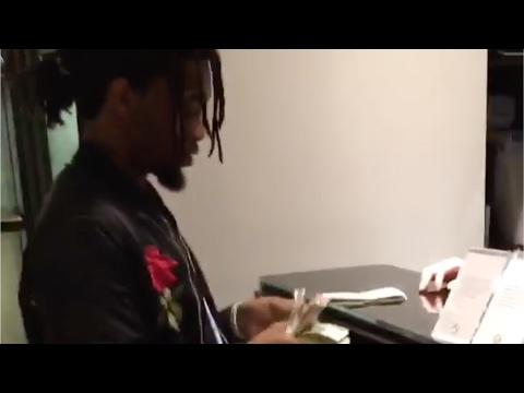 Offset Migos makes the Gucci store employee wait while he pays in cash