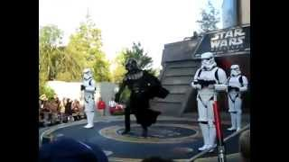 Darth Vader and Stormtroopers dance to MC Hammer - U Can