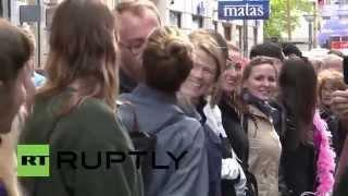 Denmark: World's longest kissing-chain as 367 pucker up in Copenhagen