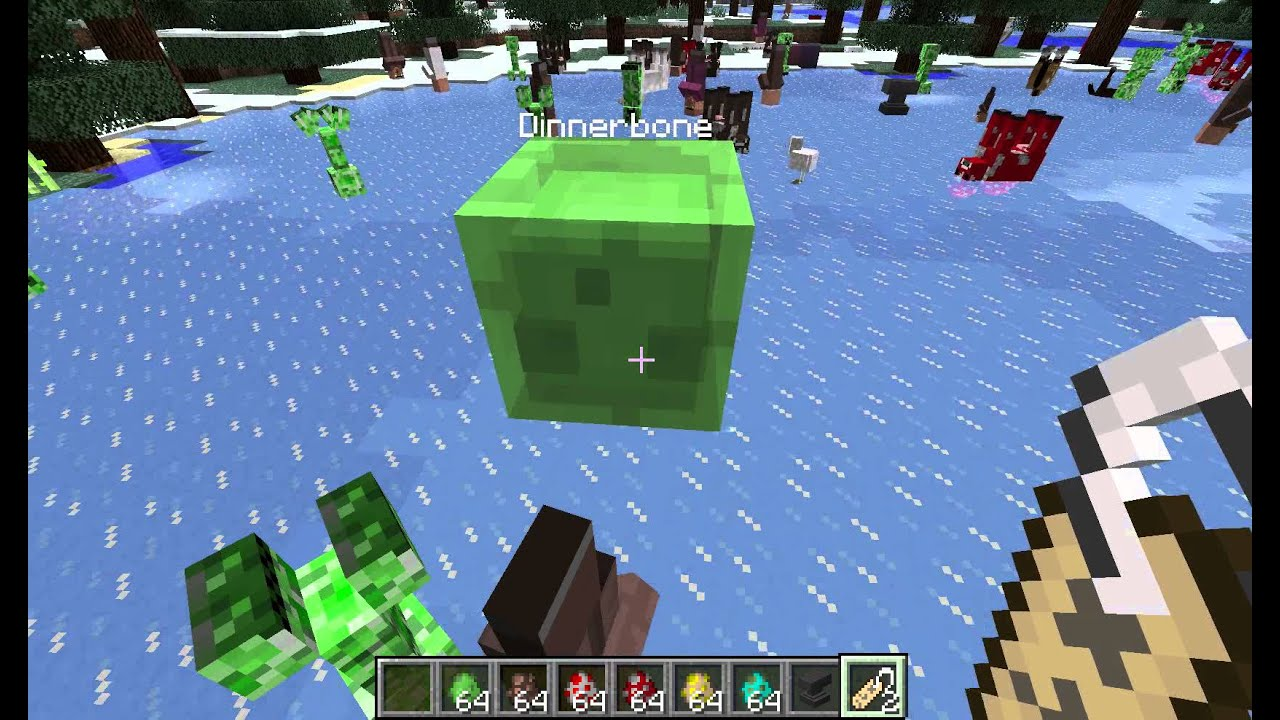 Dinnerbone and Notch playing on the Mindcrack server ...