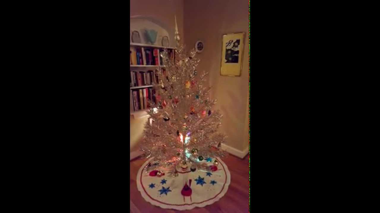 Silver tinsel christmas tree with color wheel - Vintage Tinsel Tree With Rotating Musical Base And Color Wheel
