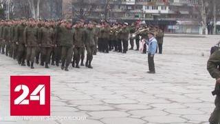 В Запорожье ветеран с советской символикой вышел на марш нацгварии. Видео(, 2017-03-27T12:16:40.000Z)