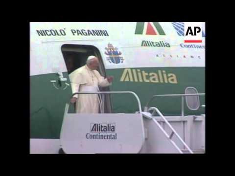 USA: NEW YORK: POPE JOHN PAUL II ARRIVES FOR 5 DAY VISIT