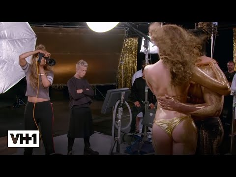 Tyra Banks Photographs A 'Break the Internet' Photoshoot | America's Next Top Model